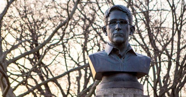 busto-Snowden-NewYork